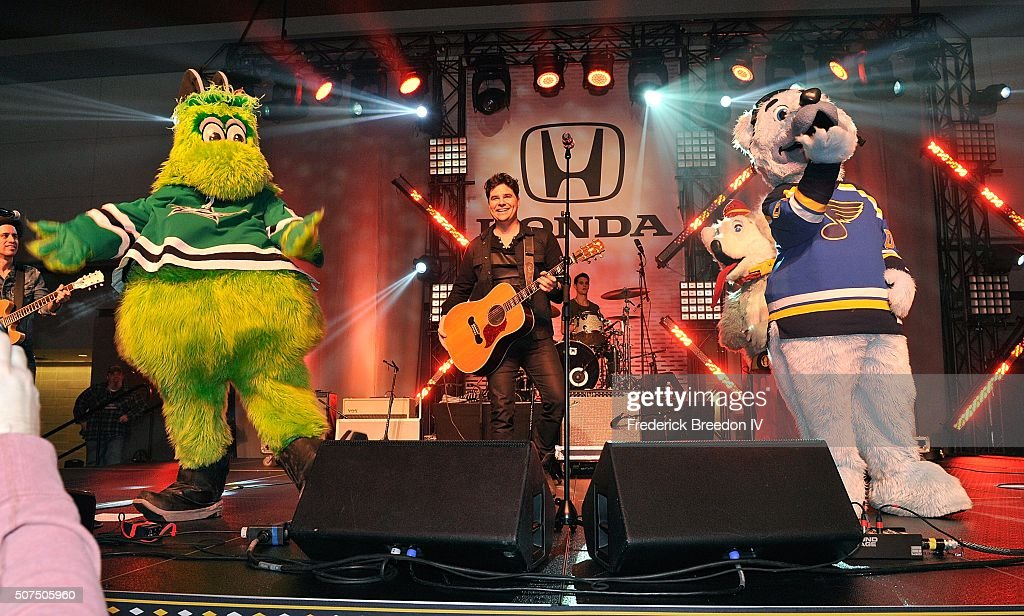 Steven Lee Olsen is joined on stage by NHL mascots Victor E. Green, of the Dallas Stars, and Louie, of the St. Louis during a performance on the Honda Stage at the NHL Fan Fair presented by Bridgestone at the Music City Center,on January 29, 2016 in Nashville, Tennessee.