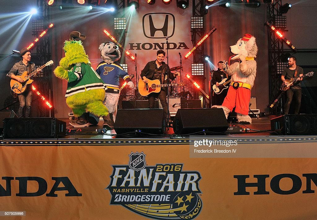Steven Lee Olsen is joined on stage by NHL mascots Victor E. Green, of the Dallas Stars, Louie, of the St. Louis, and Harvey the Hound of the Calgary Flames during a performance on the Honda Stage at the NHL Fan Fair presented by Bridgestone at the Music City Center,on January 29, 2016 in Nashville, Tennessee.