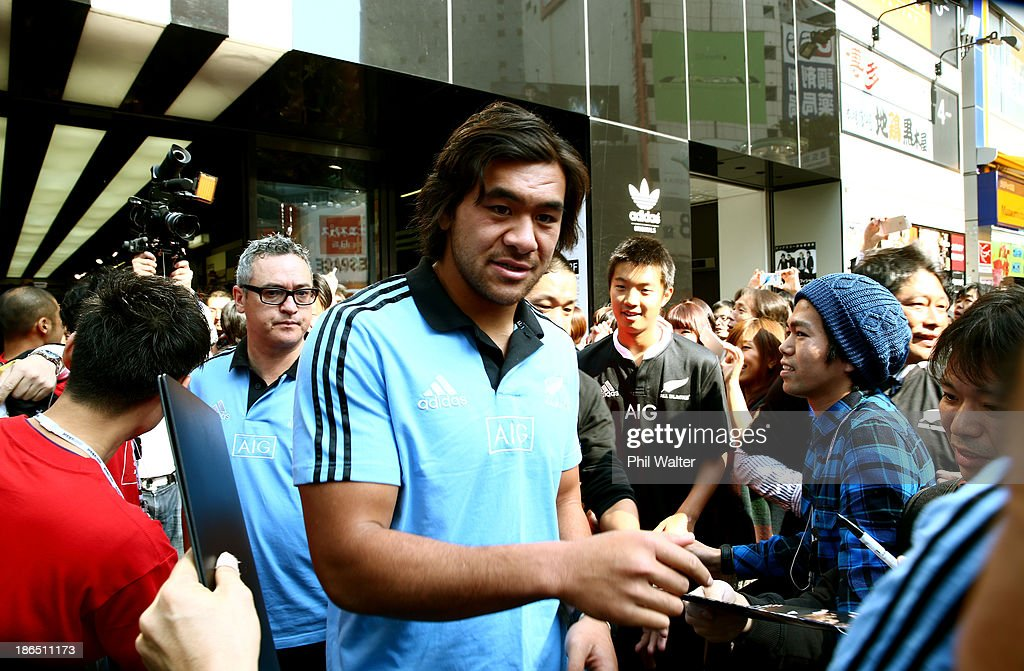 Steven Luatua of the All Blacks leaves the adidas store in Shibuya after meeting and greeting fans on November 1 2013 in Tokyo Japan