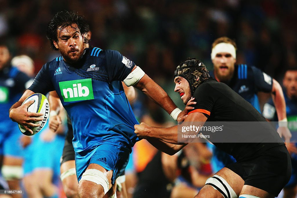 <a gi-track='captionPersonalityLinkClicked' href=/galleries/search?phrase=Steven+Luatua&family=editorial&specificpeople=6164979 ng-click='$event.stopPropagation()'>Steven Luatua</a> of the Blues makes a break during the round 6 super rugby match between the Blues and the Jaguares at QBE Stadium on April 2, 2016 in Auckland, New Zealand.