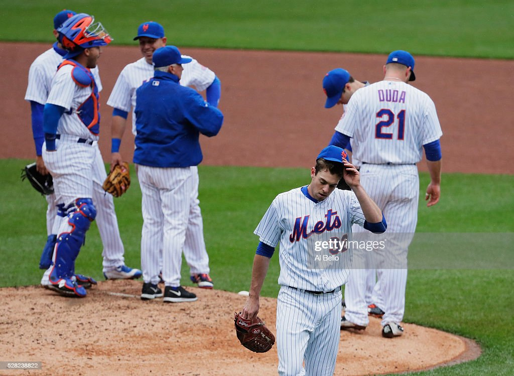 Steven Matz #32 of the New York Mets tips his cap to the fans after leaving the game in the eigth inning against the Atlanta Braves during their game at Citi Field on May 4, 2016 in New York City.