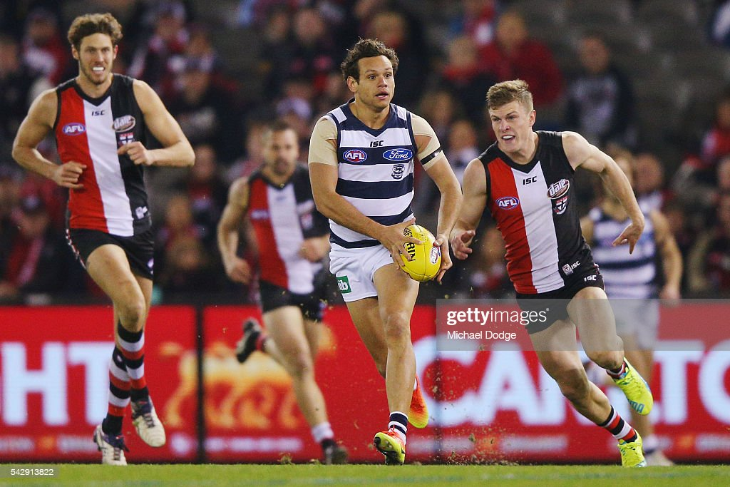 Steven Motlop of the Cats runs with the ball during the round 14 AFL match between the St Kilda Saints and the Geelong Cats at Etihad Stadium on June 25, 2016 in Melbourne, Australia.