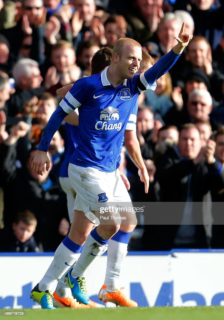 <a gi-track='captionPersonalityLinkClicked' href=/galleries/search?phrase=Steven+Naismith&family=editorial&specificpeople=4130861 ng-click='$event.stopPropagation()'>Steven Naismith</a> of Everton celebrates his goal during the FA Cup Fifth Round match between Everton and Swansea City at Goodison Park on February 16, 2014 in Liverpool, England.
