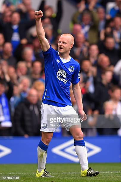 Steven Naismith of Everton celebrates scoring his hat trick goal during the Barclays Premier League match between Everton and Chelsea at Goodison...