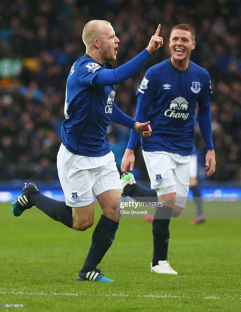 <a gi-track='captionPersonalityLinkClicked' href=/galleries/search?phrase=Steven+Naismith&family=editorial&specificpeople=4130861 ng-click='$event.stopPropagation()'>Steven Naismith</a> of Everton (L) celebrates with <a gi-track='captionPersonalityLinkClicked' href=/galleries/search?phrase=James+McCarthy+-+Soccer+Player&family=editorial&specificpeople=8984734 ng-click='$event.stopPropagation()'>James McCarthy</a> (R) as he scores their first goal during the Barclays Premier League match between Everton and Leicester City at Goodison Park on February 22, 2015 in Liverpool, England.