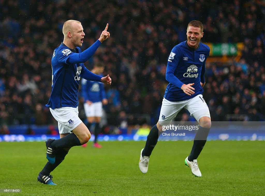 <a gi-track='captionPersonalityLinkClicked' href=/galleries/search?phrase=Steven+Naismith&family=editorial&specificpeople=4130861 ng-click='$event.stopPropagation()'>Steven Naismith</a> of Everton (L) celelbrates with <a gi-track='captionPersonalityLinkClicked' href=/galleries/search?phrase=James+McCarthy+-+Soccer+Player&family=editorial&specificpeople=8984734 ng-click='$event.stopPropagation()'>James McCarthy</a> (R) as he scores their first goal during the Barclays Premier League match between Everton and Leicester City at Goodison Park on February 22, 2015 in Liverpool, England.