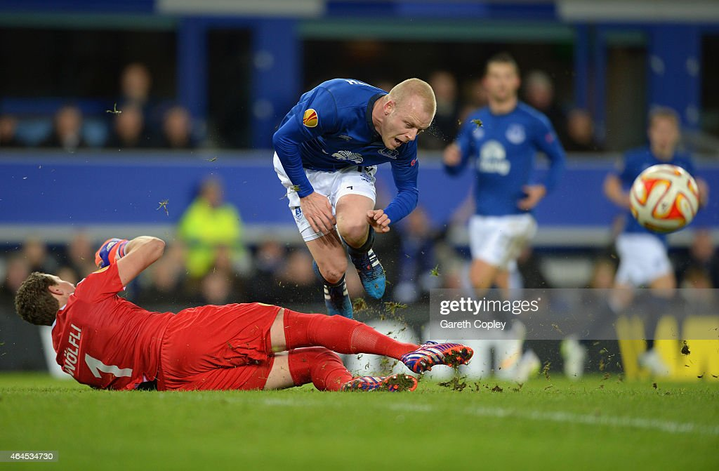 <a gi-track='captionPersonalityLinkClicked' href=/galleries/search?phrase=Steven+Naismith&family=editorial&specificpeople=4130861 ng-click='$event.stopPropagation()'>Steven Naismith</a> of Everton is fouled by goalkeeper Marco Wolfli of BSC Young Boys to win a penalty during the UEFA Europa League Round of 32 match between Everton FC and BSC Young Boys at Goodison Park on February 26, 2015 in Liverpool, United Kingdom.