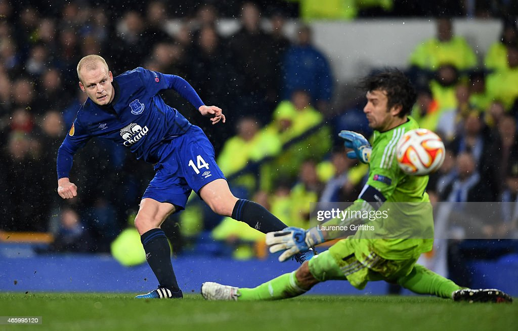 Steven Naismith of Everton scores a goal past goalkeeper Oleksandr Shovkovskiy of Dynamo Kyiv to level the scores at 1-1 during the UEFA Europa League Round of 16, first leg match between Everton and FC Dynamo Kyiv at Goodison Park on March 12, 2015 in Liverpool, United Kingdom.