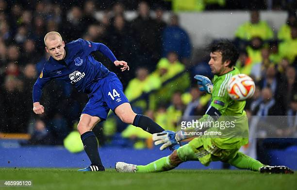 Steven Naismith of Everton scores a goal past goalkeeper Oleksandr Shovkovskiy of Dynamo Kyiv to level the scores at 11 during the UEFA Europa League...