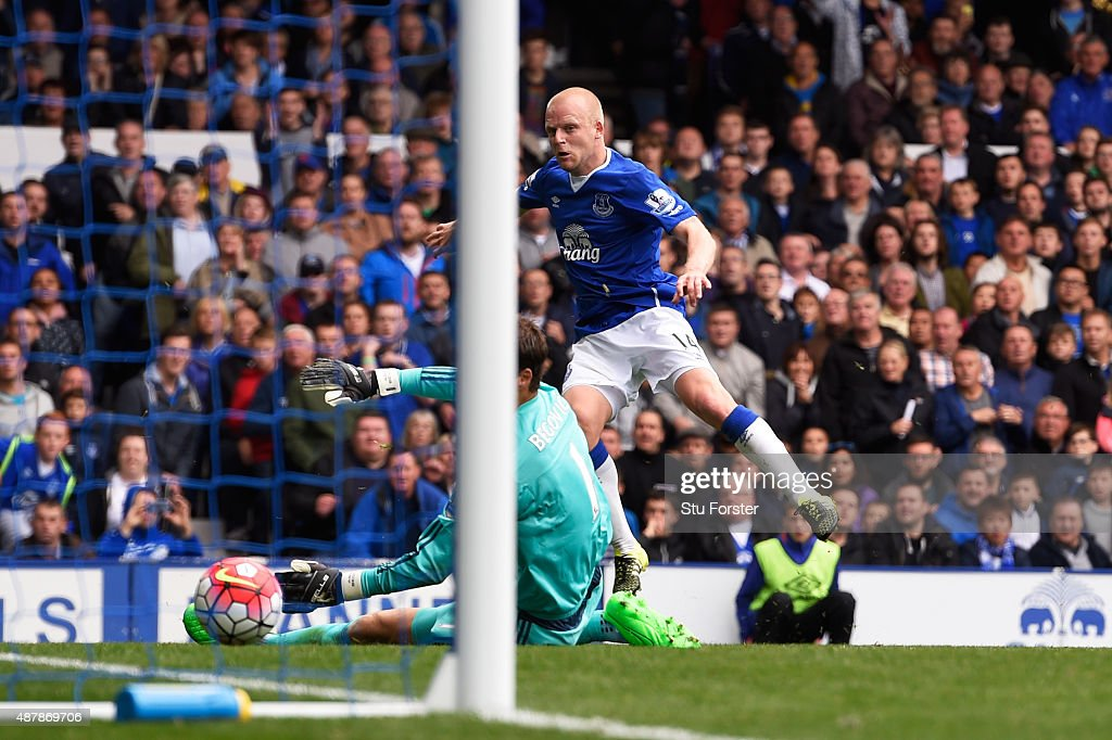 Steven Naismith of Everton scores his hat trick goal during the Barclays Premier League match between Everton and Chelsea at Goodison Park on September 12, 2015 in Liverpool, United Kingdom.