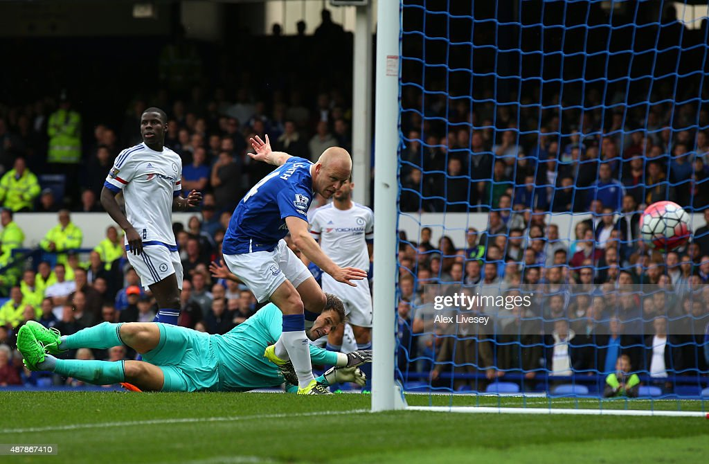 Steven Naismith of Everton scores his team's first goal during the Barclays Premier League match between Everton and Chelsea at Goodison Park on September 12, 2015 in Liverpool, United Kingdom.