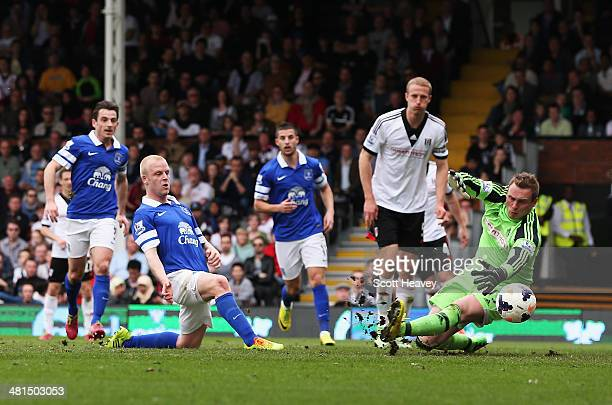 Steven Naismith of Everton scores his team's third goal past David Stockdale of Fulham during the Barclays Premier League match between Fulham and...