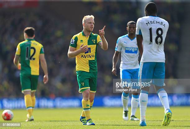 Steven Naismith of Norwich City argues with Chancel Mbemba of Newcastle United during the Barclays Premier League match between Norwich City and...