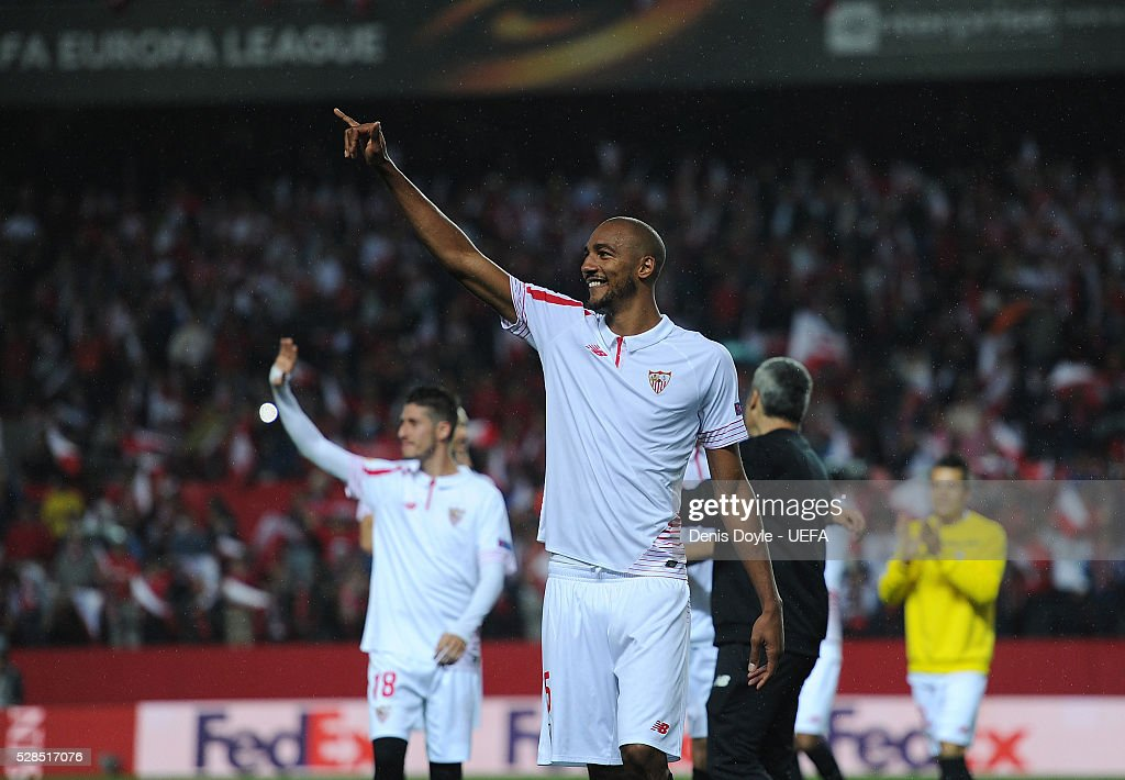 Steven N��Zonzi of Sevilla celebrates after qualifing for the final after beating Shakhtar Donetsk 3-1 in the UEFA Europa League Semi Final second leg match between Sevilla and Shakhtar Donetsk at the Sanchez Pizjuan stadium on May 5, 2016 in Seville, Spain.