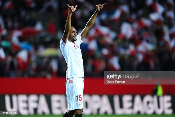 Steven N'Zonzi of Sevilla FC celebrates after defeating Shakhtar Donetsk during the UEFA Europa League Semi Final second leg match between Sevilla...