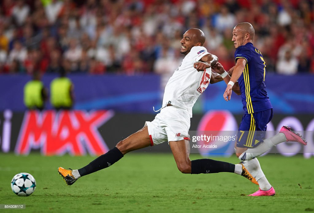 Steven N'Zonzi of Sevilla FC (L) competes with Valon Ahmedi of NK Maribor (R) during the UEFA Champions League match between Sevilla FC and NK Maribor at Estadio Ramon Sanchez Pizjuan on September 26, 2017 in Seville, Spain.