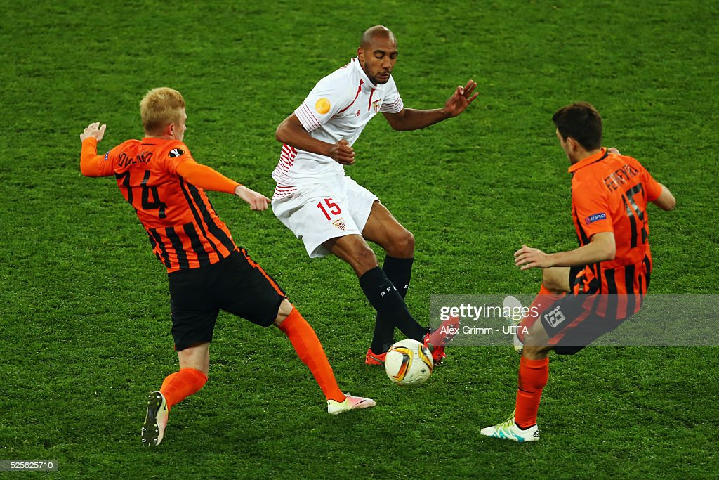 Steven N'Zonzi (C) of Sevilla is challenged by Viktor Kovalenko (L) and Facundo Ferreyra of Shakhtar during the UEFA Europa League Semi Final first leg match between Shakhtar Donetsk and Sevilla at Arena Lviv on April 28, 2016 in Lviv, Ukraine.