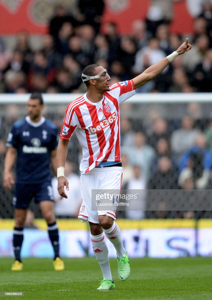 Steven Nzonzi of Stoke celebrates after scoring the opening during the Barclays Premier League match between Stoke City and Tottenham Hotspur at Britannia Stadium on May 12, 2013 in Stoke on Trent, England.