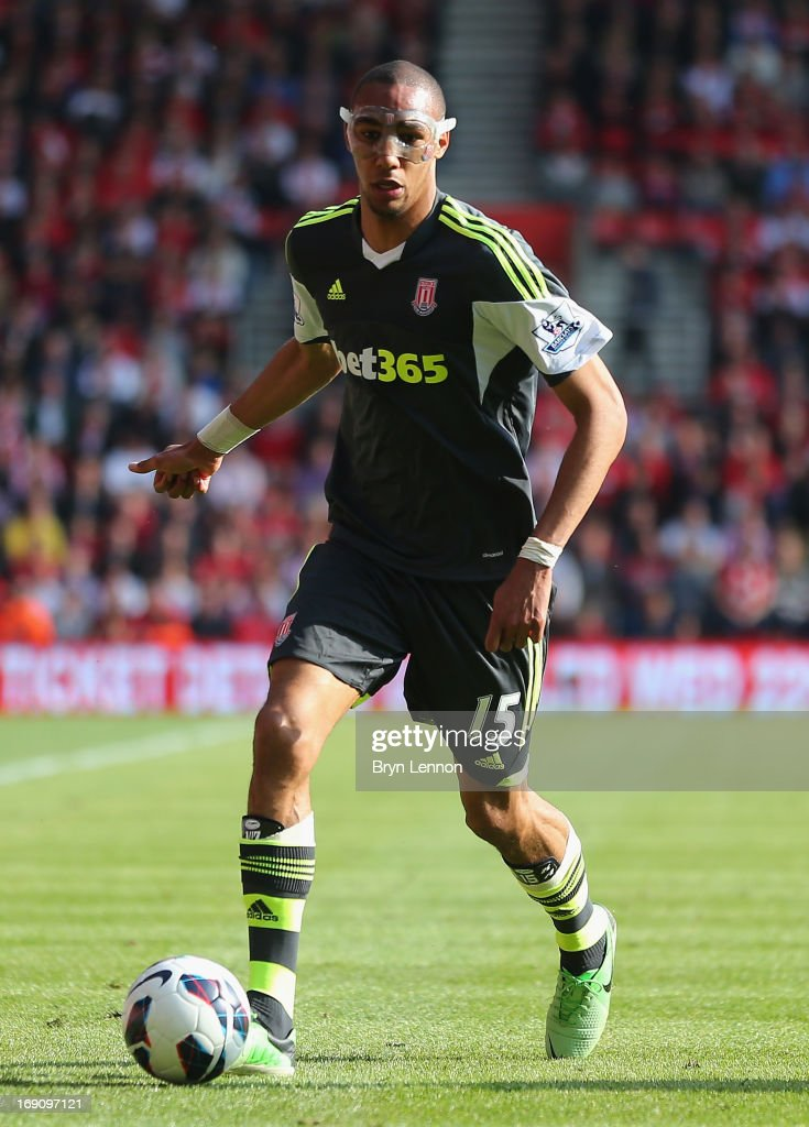 <a gi-track='captionPersonalityLinkClicked' href=/galleries/search?phrase=Steven+N%27Zonzi&family=editorial&specificpeople=6324480 ng-click='$event.stopPropagation()'>Steven N'Zonzi</a> of Stoke City in action during the Barclays Premier League match between Southampton and Stoke City at St Mary's Stadium on May 19, 2013 in Southampton, England.