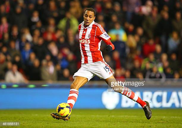 Steven N'Zonzi of Stoke City scores their second goal during the Barclays Premier League match between Stoke City and Sunderland at Britannia Stadium...