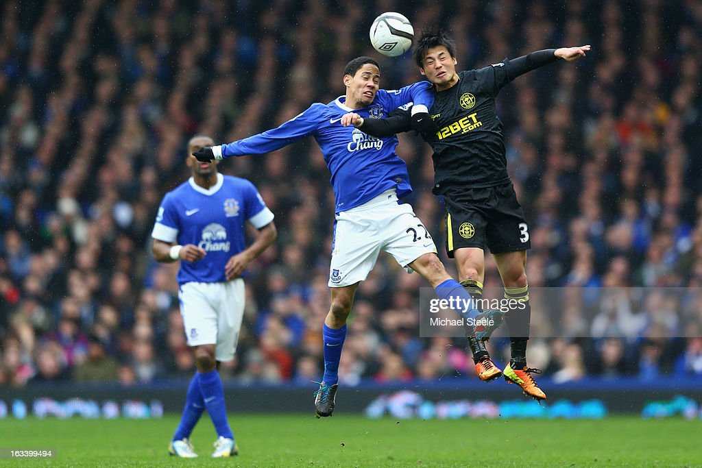 <a gi-track='captionPersonalityLinkClicked' href=/galleries/search?phrase=Steven+Pienaar&family=editorial&specificpeople=787271 ng-click='$event.stopPropagation()'>Steven Pienaar</a> (L) of Everton challenges <a gi-track='captionPersonalityLinkClicked' href=/galleries/search?phrase=Ryo+Miyaichi&family=editorial&specificpeople=6444719 ng-click='$event.stopPropagation()'>Ryo Miyaichi</a> (R) of Wigan Athletic during the FA Cup Sixth Round match between Everton and Wigan Athletic at Goodison Park on March 9, 2013 in Liverpool, England.