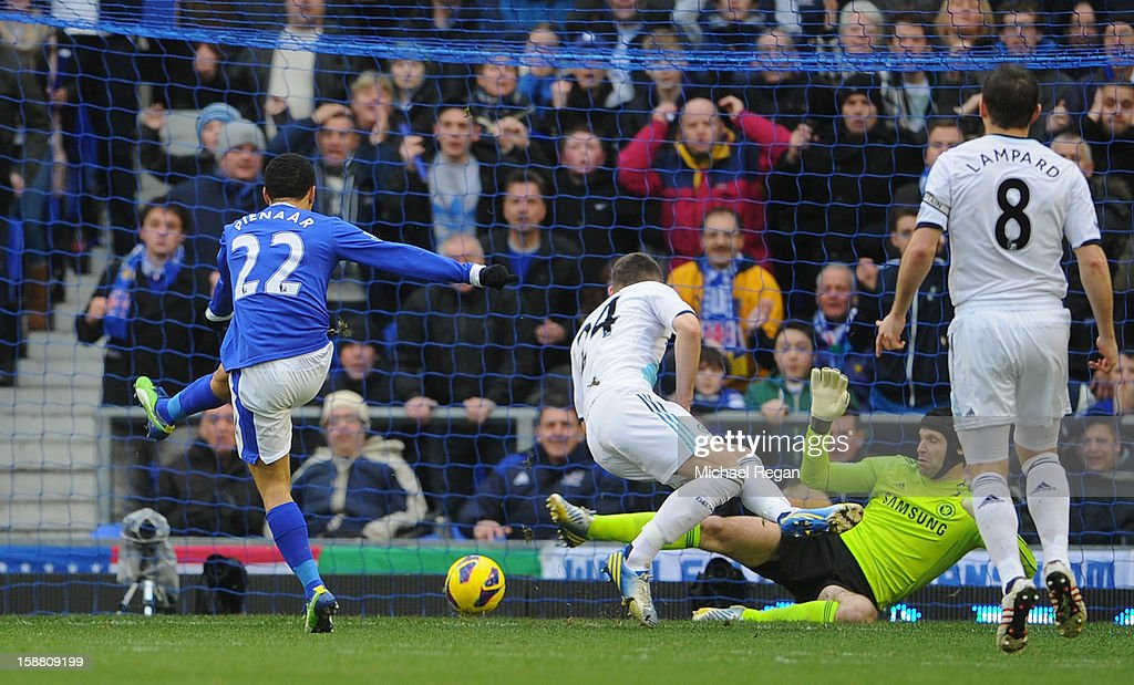 Steven Pienaar of Everton scores the opening goal during the Barclays Premier League match between Everton and Chelsea at Goodison Park on December 30, 2012 in Liverpool, England.