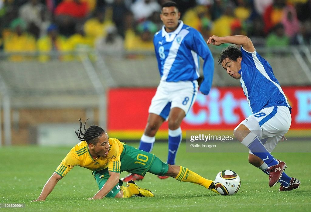 Steven Pienaar of South Africa loses the ball to Sergio Guevara of Guatamala during the International Friendly match between South Africa and Guatemala at the Peter Mokaba Stadium on May 31, 2010 in Polokwane, South Africa.