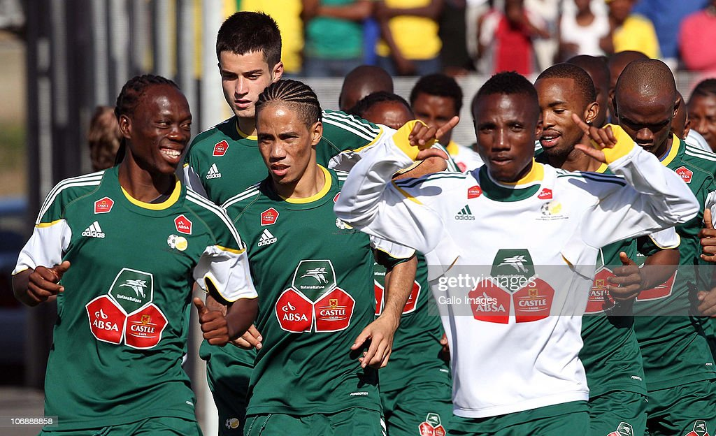 Steven Pienaar (C) of South Africa runs with his team mates during a South Africa team training session ahead of the Nelson Mandela Challenge Cup match against the USA at the Philippi Stadium on November 15, 2010 in Cape Town, South Africa.