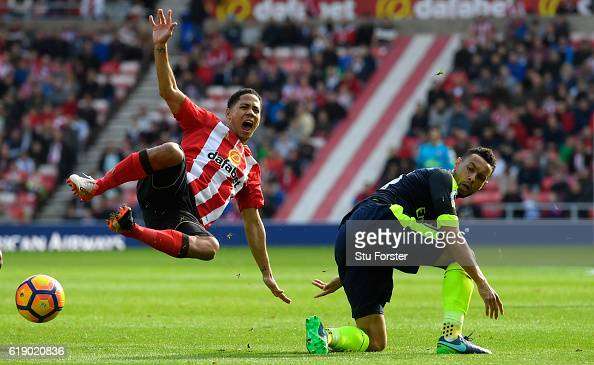 Steven Pienaar of Sunderland is fouled by Francis Coquelin of Arsenal during the Premier League match between Sunderland and Arsenal at the Stadium...