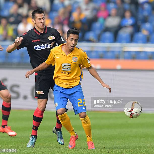 Steven Skrzybski of 1 FC Union Berlin and Salim Khelifi of Eintracht Braunschweig during the Second Bundesliga match between Eintracht Braunschweig...