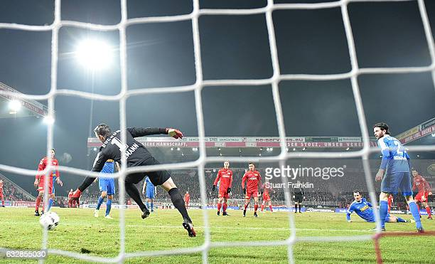 Steven Skrzybski of Berlin scores his goal during the Second Bundesliga match between 1 FC Union Berlin and VfL Bochum 1848 at Stadion An der Alten...