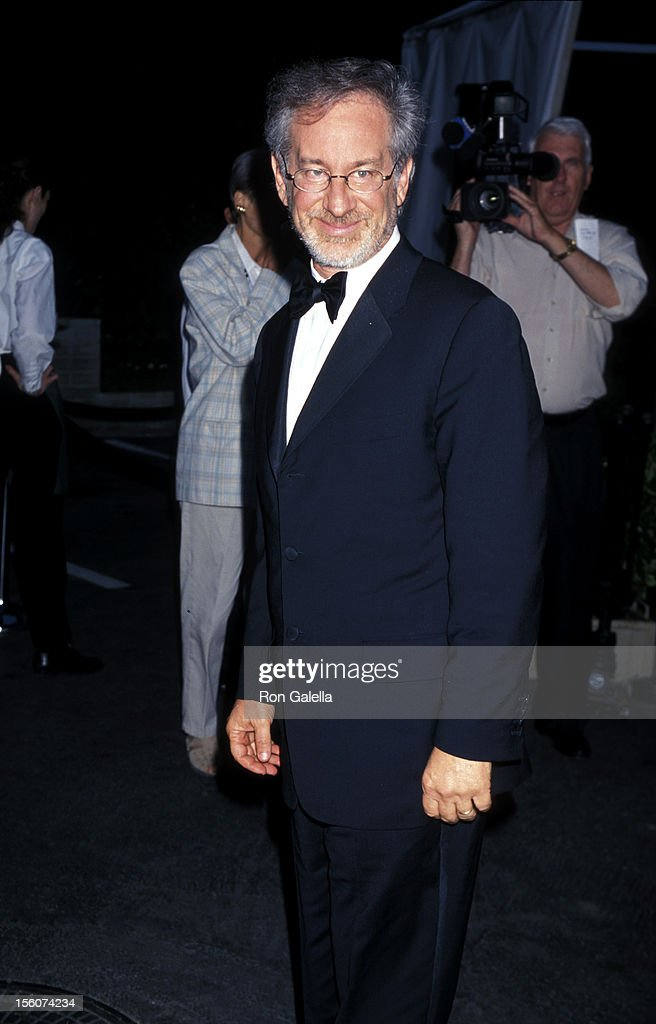 <a gi-track='captionPersonalityLinkClicked' href=/galleries/search?phrase=Steven+Spielberg&family=editorial&specificpeople=202022 ng-click='$event.stopPropagation()'>Steven Spielberg</a> during Hollywood Bowl Hall of Fame Honoring <a gi-track='captionPersonalityLinkClicked' href=/galleries/search?phrase=Garth+Brooks&family=editorial&specificpeople=206288 ng-click='$event.stopPropagation()'>Garth Brooks</a> and John Williams in Hollywood, California, United States.
