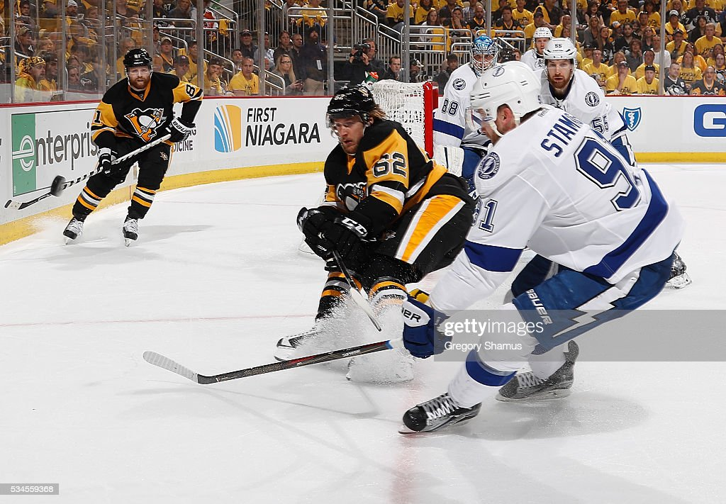 <a gi-track='captionPersonalityLinkClicked' href=/galleries/search?phrase=Steven+Stamkos&family=editorial&specificpeople=4047623 ng-click='$event.stopPropagation()'>Steven Stamkos</a> #91 of the Tampa Bay Lightning moves the puck in front of <a gi-track='captionPersonalityLinkClicked' href=/galleries/search?phrase=Carl+Hagelin&family=editorial&specificpeople=4465394 ng-click='$event.stopPropagation()'>Carl Hagelin</a> #62 of the Pittsburgh Penguins in Game Seven of the Eastern Conference Final during the 2016 NHL Stanley Cup Playoffs at Consol Energy Center on May 26, 2016 in Pittsburgh, Pennsylvania.