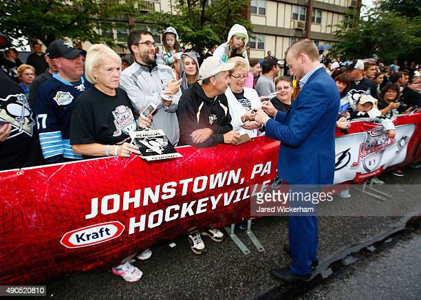 Steven Stamkos of the Tampa Bay Lightning signs autographs before practice for the NHL Kraft Hockeyville USA preseason game against the Pittsburgh...