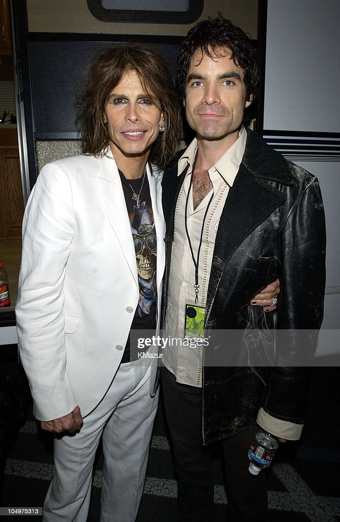 <a gi-track='captionPersonalityLinkClicked' href=/galleries/search?phrase=Steven+Tyler+-+Musician&family=editorial&specificpeople=202080 ng-click='$event.stopPropagation()'>Steven Tyler</a> of <a gi-track='captionPersonalityLinkClicked' href=/galleries/search?phrase=Aerosmith&family=editorial&specificpeople=640712 ng-click='$event.stopPropagation()'>Aerosmith</a> and Pat Monahan of Train