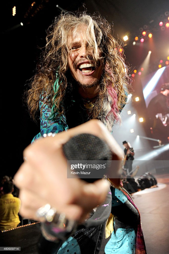 <a gi-track='captionPersonalityLinkClicked' href=/galleries/search?phrase=Steven+Tyler+-+Musician&family=editorial&specificpeople=202080 ng-click='$event.stopPropagation()'>Steven Tyler</a> performs with Aerosmith at Nikon at Jones Beach Theater on July 10, 2014 in Wantagh, New York.