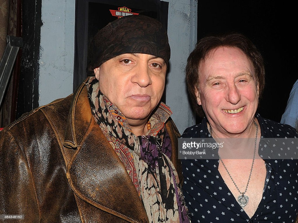Steven van zandt hair accident - Steven Van Zandt And Denny Laine Backstage At The Cousin Brucie Presents The British Invasion