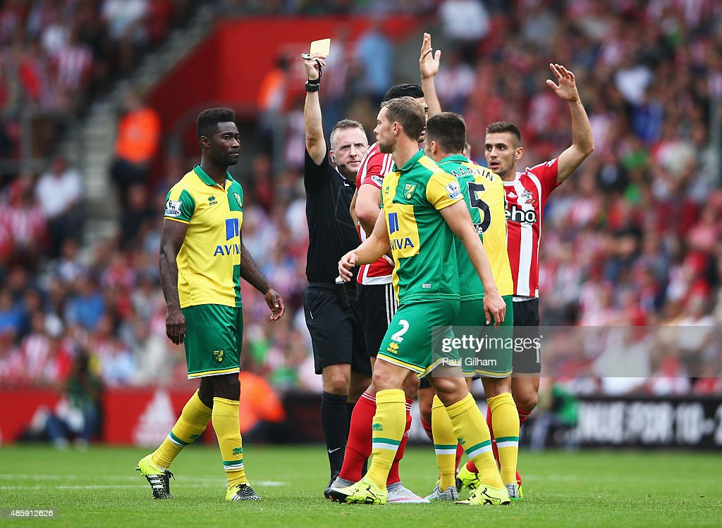 <a gi-track='captionPersonalityLinkClicked' href=/galleries/search?phrase=Steven+Whittaker&family=editorial&specificpeople=708705 ng-click='$event.stopPropagation()'>Steven Whittaker</a> of Norwich City leaves the field after being sent off by referee <a gi-track='captionPersonalityLinkClicked' href=/galleries/search?phrase=Jonathan+Moss+-+%C3%81rbitro+de+f%C3%BAtbol&family=editorial&specificpeople=14630509 ng-click='$event.stopPropagation()'>Jonathan Moss</a> during the Barclays Premier League match between Southampton and Norwich City at St Mary's Stadium on August 30, 2015 in Southampton, England.