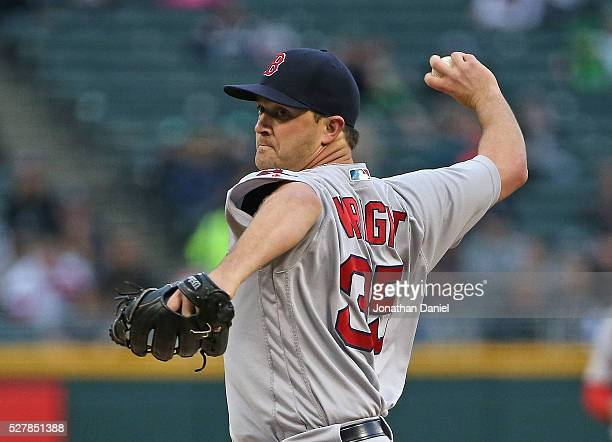 Steven Wright of the Boston Red Sox dleivers the ball against the Chicago White Sox at US Cellular Field on May 3 2016 in Chicago Illinois