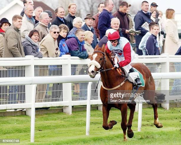 JR Stevenson ridden by Kieren Fallon on his way to winning the Sharp Minds Betfair Claiming Stakes at Yarmouth races