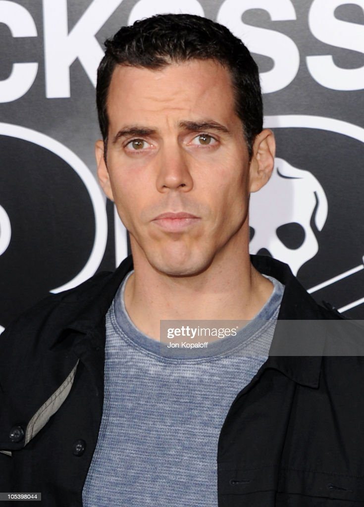 <a gi-track='captionPersonalityLinkClicked' href=/galleries/search?phrase=Steve-O&family=editorial&specificpeople=218102 ng-click='$event.stopPropagation()'>Steve-O</a> arrives at the Los Angeles Premiere 'Jackass 3D' at Grauman's Chinese Theatre on October 13, 2010 in Hollywood, California.