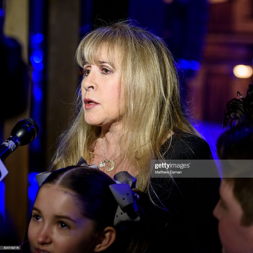 grammy award winner stevie nicks performs with the kid band at