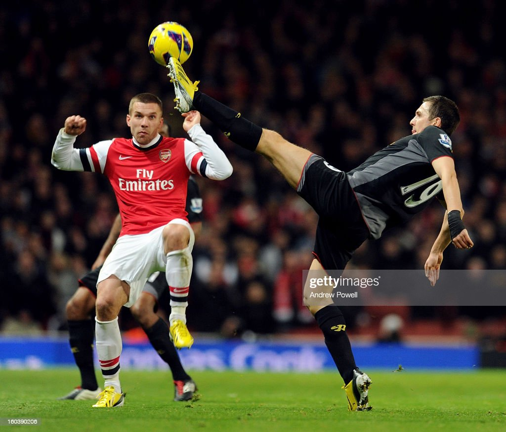 Steward Downing of Liverpool goes for the ball with Thomas Vermaelen of Arsenal during the Barclays Premier League match between Arsenal and Liverpool at Emirates Stadium on January 30, 2013 in London, England.