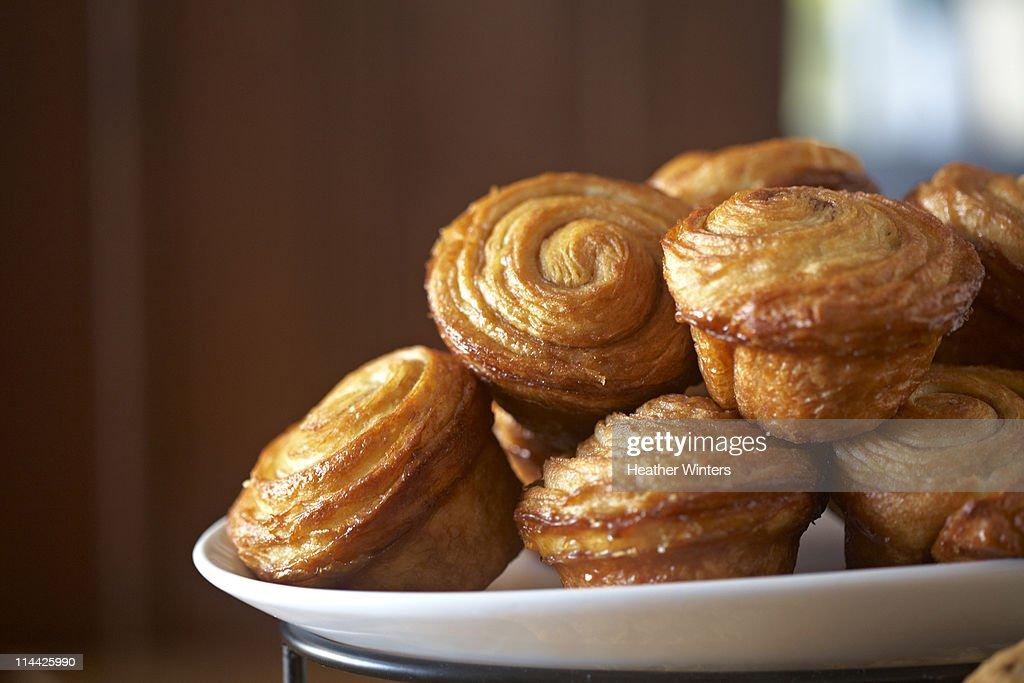 sticky cinnamon rolls on tray : Stock Photo