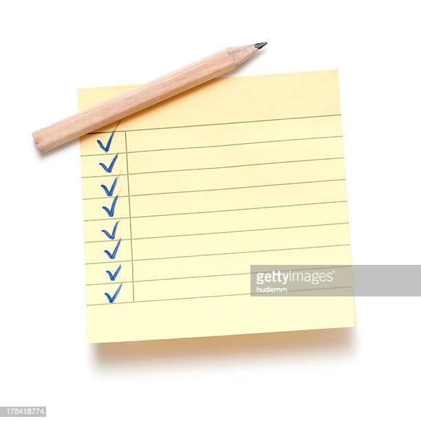 粘着性ノートと鉛筆
