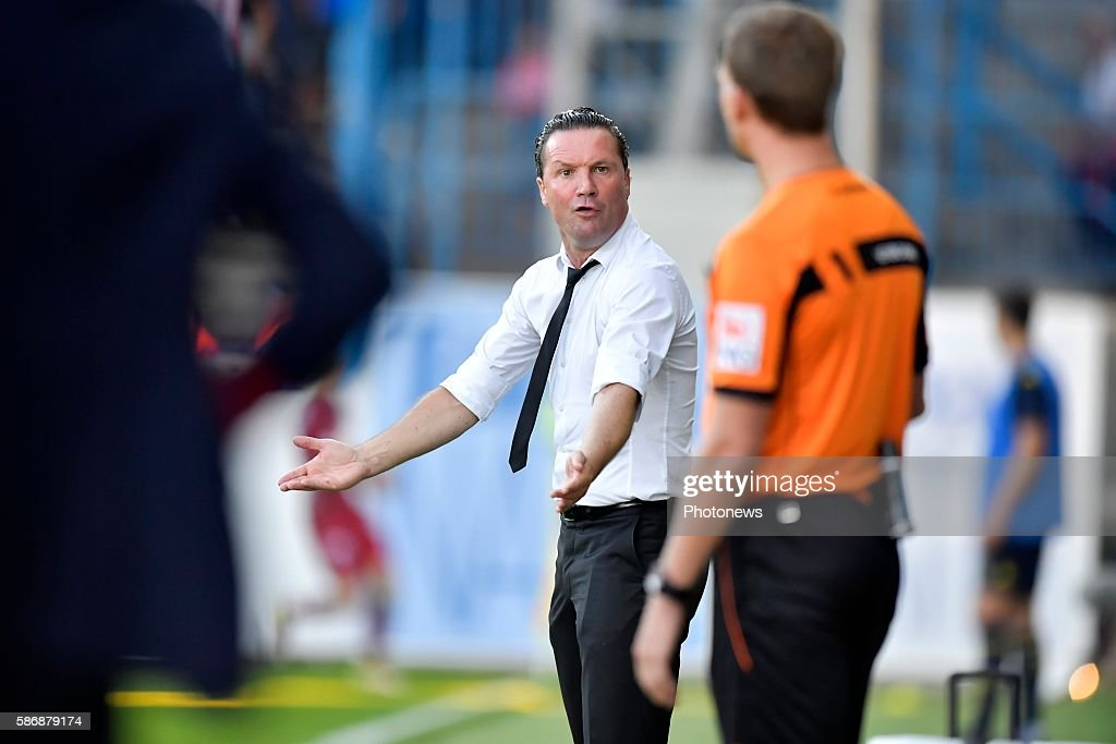 Stijn Vreven head coach of Beveren reacts angry towards the assistant referee during the Jupiler Pro League match between Waasland Beveren and SV...