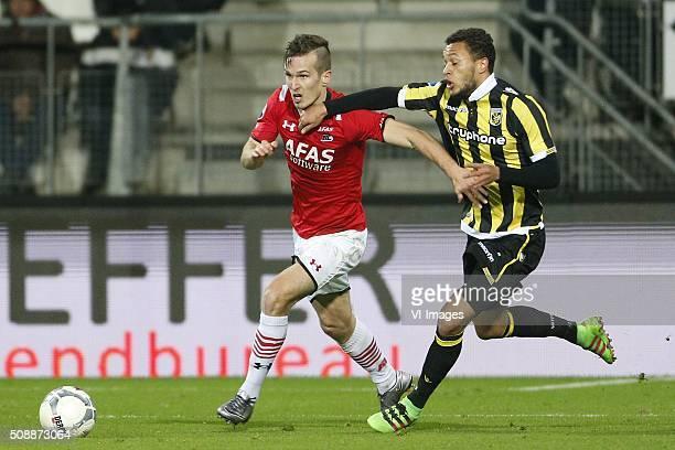 Stijn Wuytens of AZ Alkmaar Lewis Baker of Vitesse during the Dutch Eredivisie match between AZ Alkmaar and Vitesse Arnhem at AFAS stadium on...