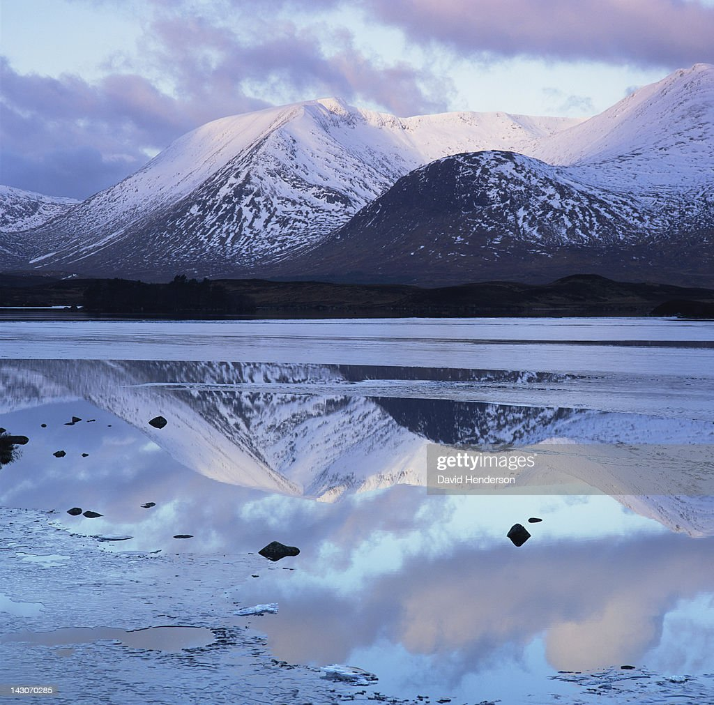 Still lake and mountains in arctic landscape : Stock Photo