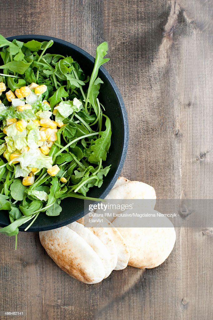 Still life of rocket leaf salad with sweetcorn and flatbread : Stock Photo