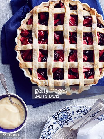 Still life with blackberry and apple pie